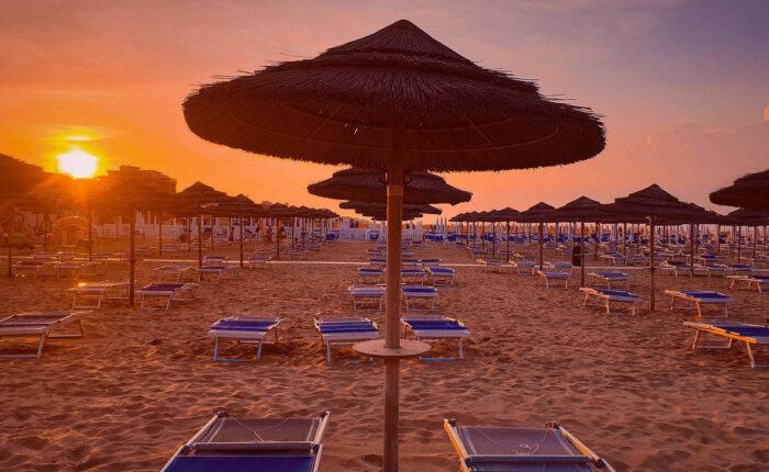 Tramonto sulla spiaggia di Rimini