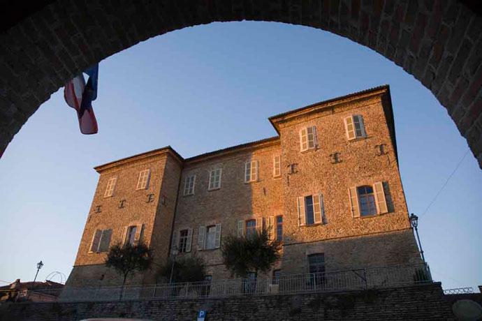 il castello di Mango visto dal municipio